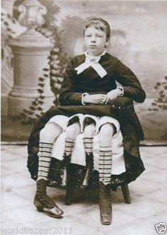 VICTORIAN CURIOSITY FOUR LEGGED GIRL CIRCUS SIDESHOW FREAKSHOW FREAK SHOW