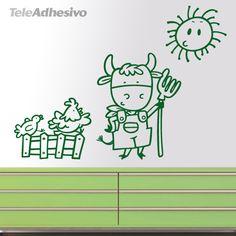 En la granja de Pepito, ia, ia, oh Así empieza esta canción que todos hemos cantado en nuestra infancia. Una vaca granjera dispuesta a empezar su jornada en la granja. La gallina, acompañada de un pollito, subida a la verja de madera cacarean con alegría. El Sol sonríe al ver tanta actividad bajo sus rayos. Distribuye este vinilo como mejor te encaje en la pared, separa la vaca de la gallina o pon más alto el sol. No hay limites para decorar con este vinilo infantil. #decoracion…