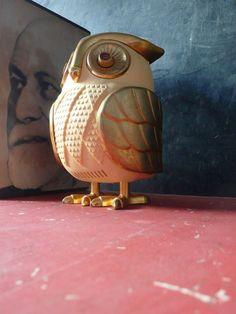 Vintage owl transistor radio. WANT!!!