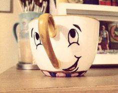 Ähnliche Artikel wie Satz von 6 Chip Teetassen inspiriert durch die schöne und das Biest. Teeservice von Hand gemalt Tee Tasse (Frau Potts). auf Etsy