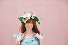 60 new ideas for flowers diy crown floral headbands Diy Flower Crown, Diy Crown, Rose Crown, Diy Wedding Flowers, Diy Flowers, Paper Flowers, Wedding Dress, Fleurs Diy, Floral Headbands