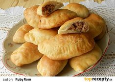 Ruské pirohy s uzeným masem Ravioli, Food Truck, Hot Dog Buns, Hamburger, Chicken Recipes, Food And Drink, Pasta, Treats, Homemade