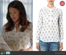 Jane's white printed top with pockets on Jane the Virgin.  Outfit Details: http://wornontv.net/40200/ #JanetheVirgin