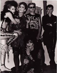 """A new study shows that photographing something doesn't help you remember it. Looks like the ol' """"Take a picture, it'll last longer"""" insult doesn't actually hold any water. 80s Goth, Punk Goth, Goth Club, Deathrock Fashion, Goth Bands, Goth Music, Goth Subculture, Black Planet, Gothabilly"""