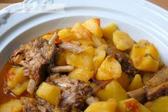 Estofado de patatas con costillas Dairy Free Recipes, Meat Recipes, Mexican Food Recipes, Healthy Recipes, Ethnic Recipes, Spanish Recipes, Mole, Patatas Guisadas, Pollo Chicken