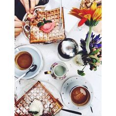 A delicious breakfast in sunny Milan. #veromoda #mdw14 #milan #coffee #delicious #waffles #weloveit