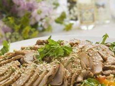 Kryddig fläskfilé med nudelsallad och limedressing Receptbild - Allt om Mat