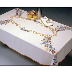 <h2>Nappe+de+table+Cascade+à+broder+au+point+de+croix</h2>