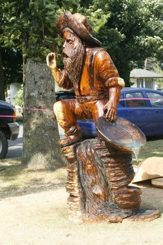 World Class Chainsaw Carving Competition. Tree Carving, Wood Carving Art, Wood Carvings, Wood Art, Chainsaw Carvings, Sand Sculptures, Wood Sculpture, Diy Log Cabin, Natural Wood Furniture