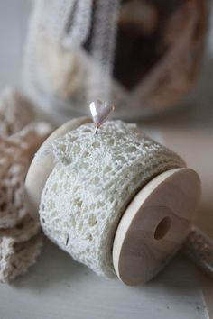 andrella liebt herzen  I have several wooden spools and a lot of lace - I need to do this!  =)