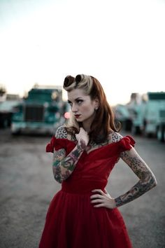 ROCKABILLY hair and makeup with georgous two-toned victory rolls. LOVE IT!