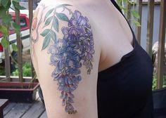 wisteria flower tattoos – Tattoo Tips Tattoo You, Arm Tattoo, Sleeve Tattoos, Rose Tattoos, Flower Tattoos, Tatoos, Tattoo Lounge, Garden Tattoos, Pieces Tattoo