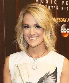 Carrie Underwood Shows Off Her Incredible Post-Baby Body in a Pink Bikini - Modern Cute Hairstyles For Medium Hair, Medium Hair Cuts, Elegant Hairstyles, Bob Hairstyles, Medium Hair Styles, Braided Hairstyles, Short Hair Styles, Celebrity Hairstyles, Carrie Underwood