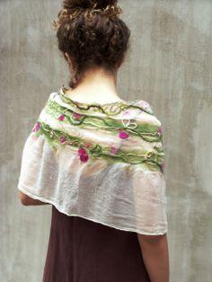 Virágindák romantikus nuno nemez sál, Hera, meska.hu #romantic #felt #scarf Scarf Hat, Colorful Garden, Nuno Felting, Silk Scarves, Lana, Girly, Spinning, How To Make, Textiles