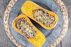 Geweldig vegetarisch hoofdgerecht voor een doordeweekse dag. Flespompoen gevuld met linzen en feta zit boordevol smaken die perfect in balans zijn.