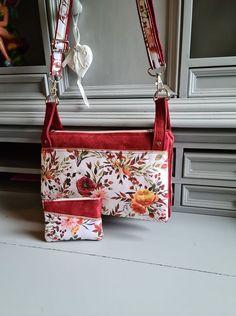 Triple pochette ChaChaCha en suédine rouge et imprimé fleurs cousue par Fanny - Patron Sacôtin