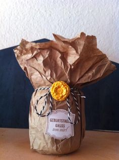 Gepimptes Sugoglas mit Stampin Up Röschen und Bakerstwine , Schild aus dem Stempelset Nettigkeiten Up, Gift Wrapping, Gifts, Sign, Gift Wrapping Paper, Presents, Wrapping Gifts, Favors, Gift Packaging