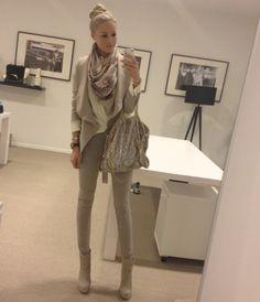 Just another day @ JOSH V HQ, vandaag in Paparazzi Collectie van JOSH V met Hèrmes shawl en Stella McCartney bag. Een nette look, omdat ik w...