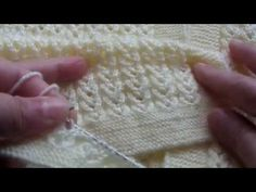 Watch this video to learn how to knit the Wicker stitch (aka Criss-cross stitch). This stitch is kind of like a hybrid between a cross stitch and a 2 stitch . Crochet Motif, Diy Crochet, Crochet Baby, Crochet Patterns For Beginners, Knitting Patterns, Learn How To Knit, Knitting Projects, Handicraft, Bunt