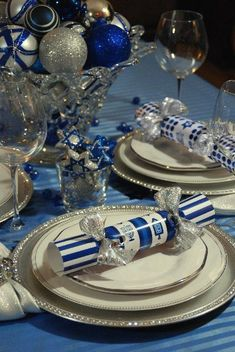 Gorgeous Hanukkah Decorations Ideas (25)
