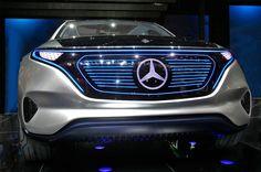 Generation EQ: Mercedes disegna il futuro  Sicurezza, comfort, funzionalità, connettività sono punti di forza della Generation EQ. Un'affascinante concept che si ispira alle forme di uno Sport Utility Vehicle Coupé, anticipando la nuova generazione delle vetture della Casa di Stoccarda a trazione elettrica.  La vita è orientata verso il f...