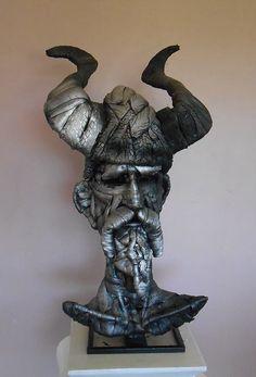 Mick Davis (Irlanda) - Chasing Windmills (Persiguiendo molinos de viento), escultura realizada con neumáticos de bicicleta en desuso.