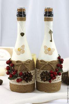 Wine Bottle Crafts – Make the Best Use of Your Wine Bottles – Drinks Paradise Glass Bottle Crafts, Wine Bottle Art, Painted Wine Bottles, Diy Bottle, Garrafa Diy, Christmas Wine Bottles, Wine Craft, Altered Bottles, Bottle Painting