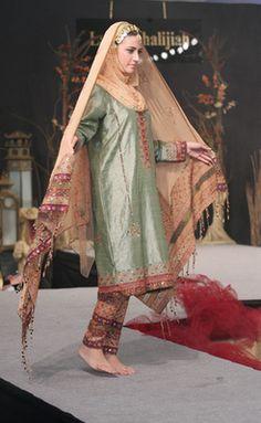 How To Live Like an Omani Princess: Omani Traditional Dress on the Runway
