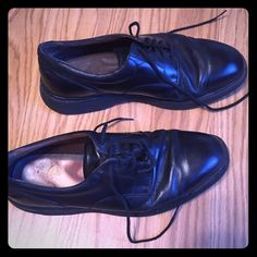Rockport dress shoes Men's dress shoes. Signs of wear inside right shoe. Tread is worn down on bottom of shoes somewhat. Rockport Shoes Flats & Loafers