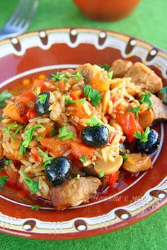 """Манастирски гювеч с месо, Monastery  """"Gyuvech"""" : This Bulgarian recipe is intended to serve four persons : Ingredients 600gr meat (lamb, veal or pork),  1 dl oil or 800 gr lard, 1 onion,  200 gr tomatoes,  salt   pepper ,  2-3 dl warm water or soup from cube,  300 gr fresh mushrooms (or 100 gr dried) , 150 gr paprikas,  100 gr olives,  100 gr rice , 1 dl wine , 1/2 bunch of parsley. Directions:   ... http://www.villastresov.com/facilities/monastery_gyuvech.php"""