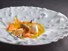 Velo de pistilos de azafrán con tierno macarrón y helado de flores de té de Martín Berasategui | Gastronomía & Cía