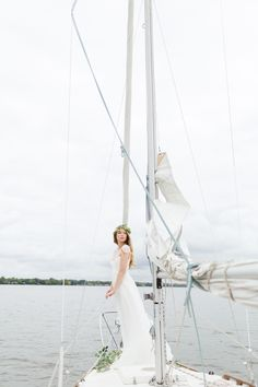 Bridal look for a sailboat wedding