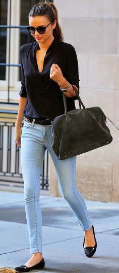 blusa y balarinas negras. preciso para la calle