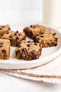 Chocolate Chip Chickpea Blondies (vegan, gluten-free, oil free) | Veggiekins Blog Sugar Free Desserts, Vegan Dessert Recipes, Vegan Sweets, Baking Recipes, Pasta Recipes, Free Recipes, Breakfast Recipes, Vegetarian Recipes, Healthy Vegan Snacks