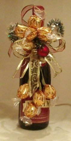 Basket decoration hamper 62 Ideas for 2019 Christmas Gift Exchange, Christmas Wrapping, Diy Christmas Gifts, Christmas Decorations, Wine Bottle Gift, Wine Bottle Crafts, Wine Gifts, Creative Money Gifts, Creative Gift Wrapping