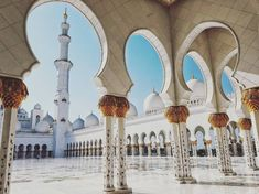 Sheikh Zayed Grand Mosque in Abu Dhabi | 29 Of The Most Instagrammable Places To Travel