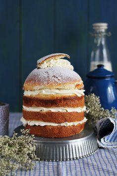 Hoy os contamos con hacer Semlor-Semla..un bollo sueco delicioso en versión layer cake que te entusiasmará. No puedes perdértelo.