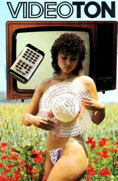 Japan Advertising, Retro Advertising, Retro Ads, Radios, Vintage Tv, Vintage Posters, Hifi Video, Radio Antigua, Girl Posters