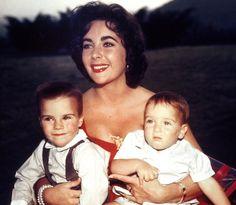 Mit ihren beiden Sohnen Michael Jr.und Christopher.