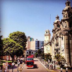 Parque Kennedy, em bairro Miraflores. Por Jose Luiz D.
