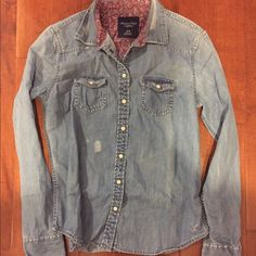 Chambray top American eagle button down denim top. Lightly worn, high quality shirt. Very soft denim and perfect for laying. American Eagle Outfitters Tops Button Down Shirts