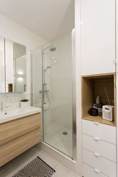 Small bathroom designs 706854103994639311 - salle-de-bain-design Source by veronniqueperrot Small Bathroom Renovations, Bathroom Renos, White Bathroom, Bathroom Flooring, Bathroom Remodeling, Kitchen Layout Plans, Floor Plan Layout, Kitchen Floor Plans, Bathroom Design Inspiration