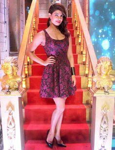 Priyanka Chopra on the sets of Zee TV's Cinestars Ki Khoj. #Bollywood #Fashion #Style #Beauty