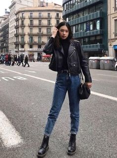 Creative and comfy womens boot outfit. Outfits ideas for Dr. Casual Fashionalbe Boots for Womens and Girls. Street Style Outfits, Mode Outfits, New Outfits, Woman Outfits, Fall Outfits, Summer Outfits, Airport Outfits, Fall Dresses, Long Dresses