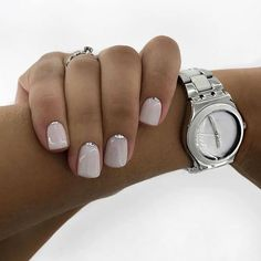 The advantage of the gel is that it allows you to enjoy your French manicure for a long time. There are four different ways to make a French manicure on gel nails. Natural Nail Designs, Short Nail Designs, Bridal Nails, Wedding Nails, Toe Nails, Pink Nails, Square Acrylic Nails, Luxury Nails, Nagel Gel