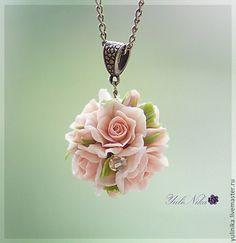 Купить или заказать Кулон 'Розы' в интернет-магазине на Ярмарке Мастеров. Нежный кулон с розовыми розами. Холодный фарфор. Украшение прочное. Не боится падений. Длина цепочки 45 см 9 может быть изменена по желанию) Диаметр 2.