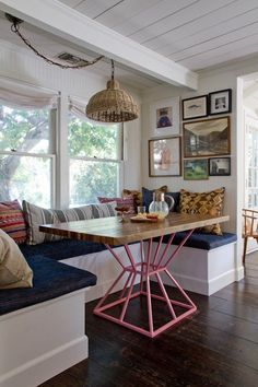 Dining rooms don't have to be formal or stuffy. We're all about a boho chic dining space, too! Check out these 40 dining rooms that master boho interior design. For more dining room design ideas, go to Domino! Banquette Seating, Corner Banquette, Kitchen Banquette, Corner Bench, Kitchen Dining, Corner Seating, Corner Storage, Table Seating, Table Storage