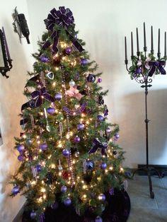Purple black Christmas tree Black Christmas Trees, Purple Christmas, Purple Lilac, Purple And Black, Diy Things, Holiday Decor, Home Decor, Xmas, Noel
