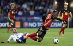Belgium's forward Divock Origi (2nd R) vies for the ball against Italy's defender Leonardo Bonucci (Below) during the Euro 2016 group E football match between Belgium and Italy at the Parc Olympique Lyonnais stadium in Lyon on June 13, 2016. / AFP / PHILIPPE DESMAZES