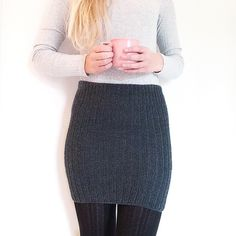 Crochet Patterns Skirt A simple skirt knitted in rib stitch with 2 rows and 1 purl. The structure makes . Knitting Designs, Knitting Projects, Knitting Patterns, Crochet Patterns, Crochet Clothes, Diy Clothes, Knit Skirt, Hand Knitting, Knit Crochet